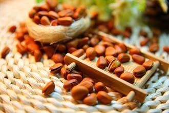 Как хранить кедровые орехи правильно