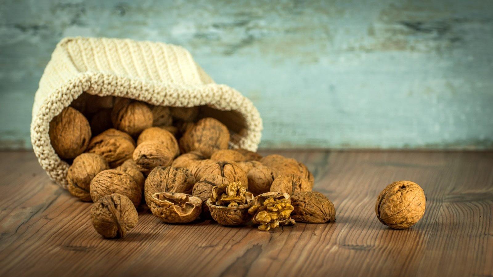 Грецкие орехи .В чем лучше хранить