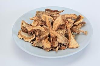 сушеные грибы в тарелке