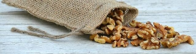 очищенные грецкие орехи хранят в сухом месте