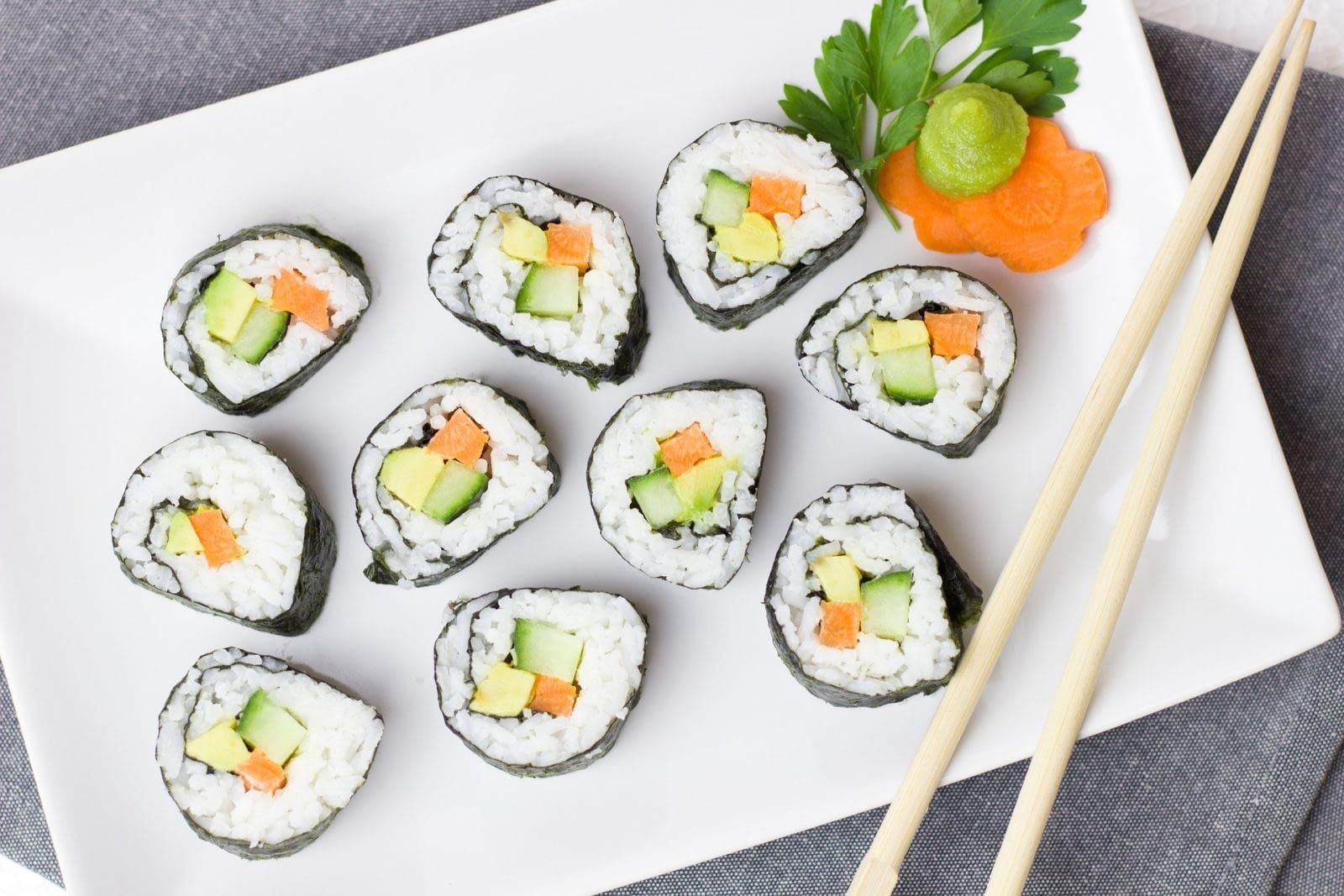 роллы, суши вкусный деликатес