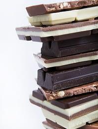 шоколад разных видов хранится разное время.