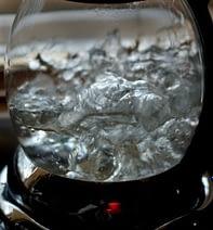 кипяченую воду лучше хранить